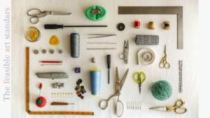 アイキャッチ画像|中小企業だからこそ競争力や継続性デザイン経営の必要における部分最適化から始める改革をイメージした、はさみなどの道具類を写した画像。